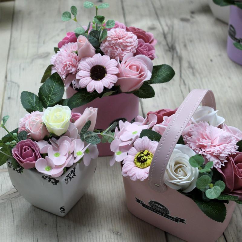 Väike lillekimp seebist potis,  Rahulik roosa